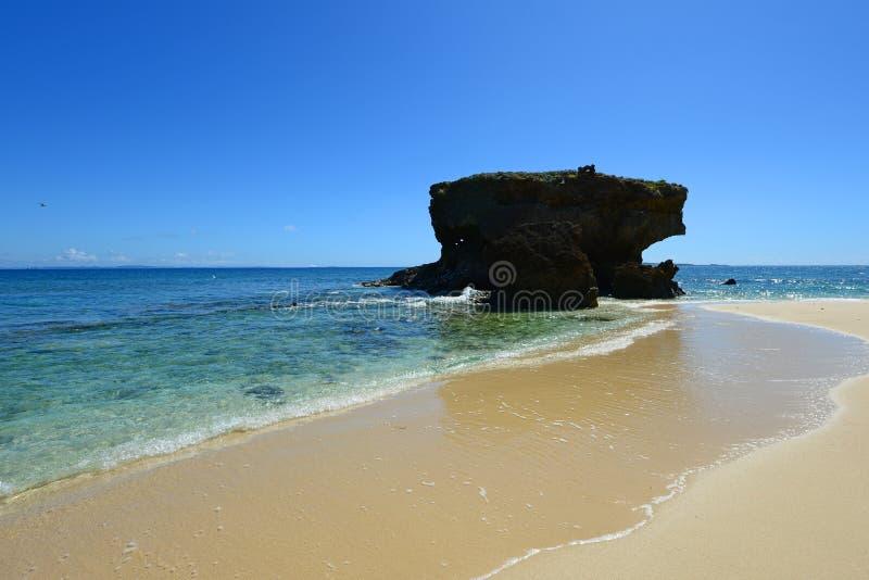 Het blauwe overzees en de hemel in Okinawa stock foto