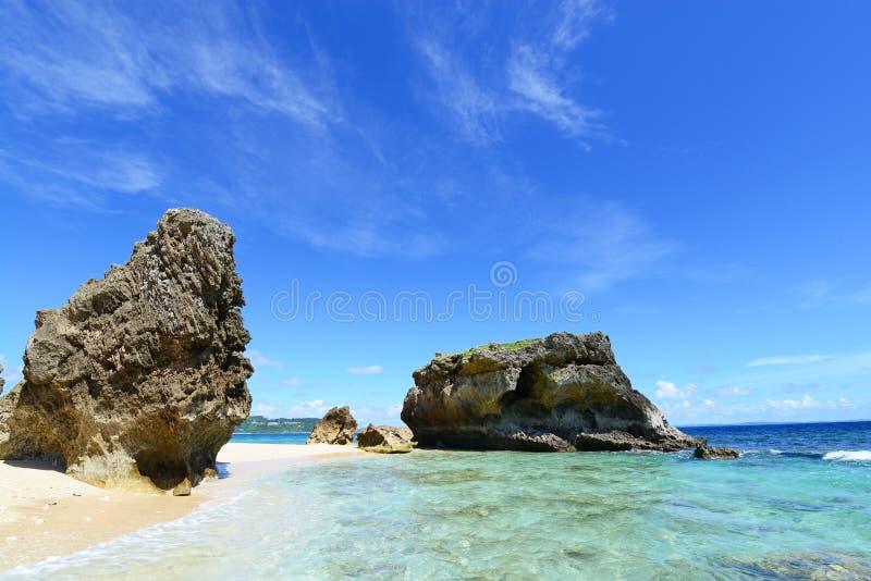 Het blauwe overzees en de hemel in Okinawa stock fotografie
