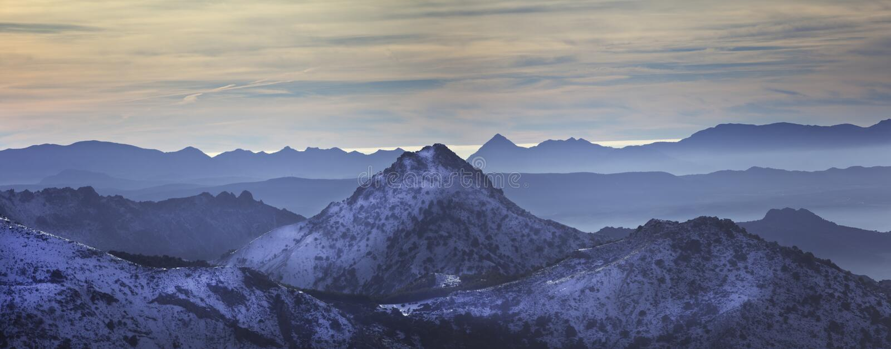 Het blauwe panorama van Abstarct, Siërra Nevada royalty-vrije stock foto