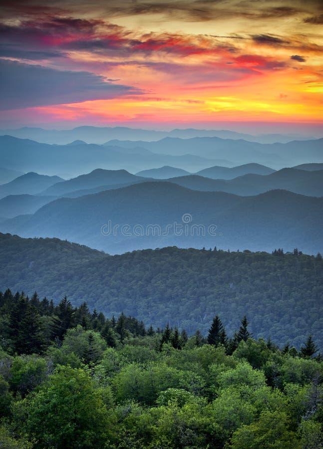 Het blauwe ToneelLandschap Appalachians van het Brede rijweg met mooi aangelegd landschap van de Rand royalty-vrije stock afbeeldingen