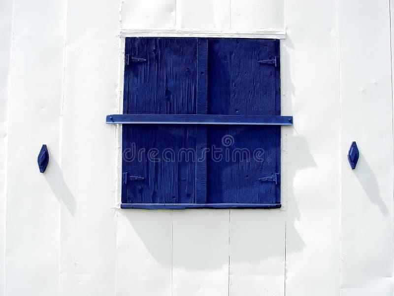 Het Blauwe Venster Van De Schuur Royalty-vrije Stock Foto's