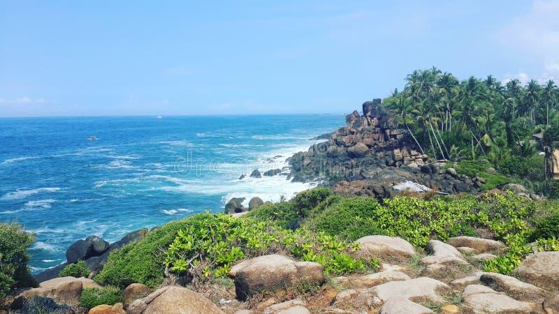 Het blauwe water van Okeanpalm beach stock foto's