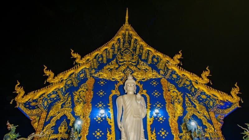 Het blauwe Weergeven van de Tempelnacht stock afbeelding