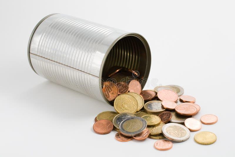 Het blik van het tin en euro muntstukken royalty-vrije stock fotografie