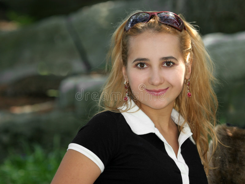 Het Blonde Meisje Glimlachen Royalty-vrije Stock Fotografie