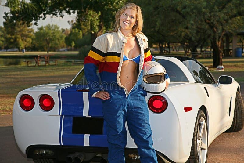 Het blonde Meisje van de Raceauto stock fotografie