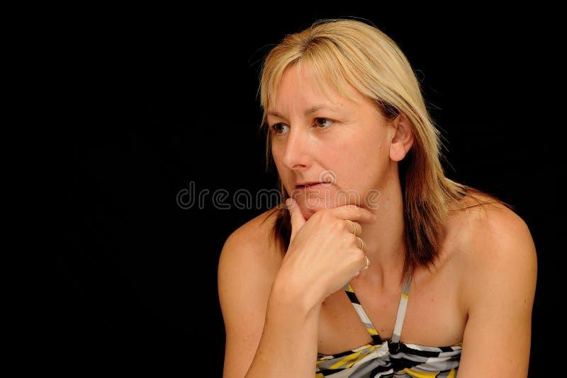 Het blonde vrouw denken stock afbeelding