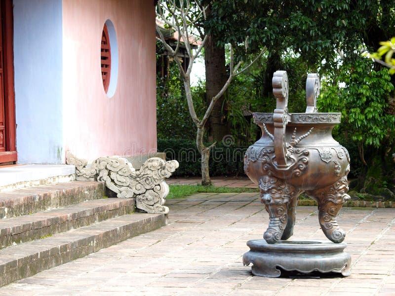 Het boeddhismetempel van THIEN MU in de stad van het wereld cultureel erfgoed: TINTstad van VIETNAM stock afbeelding