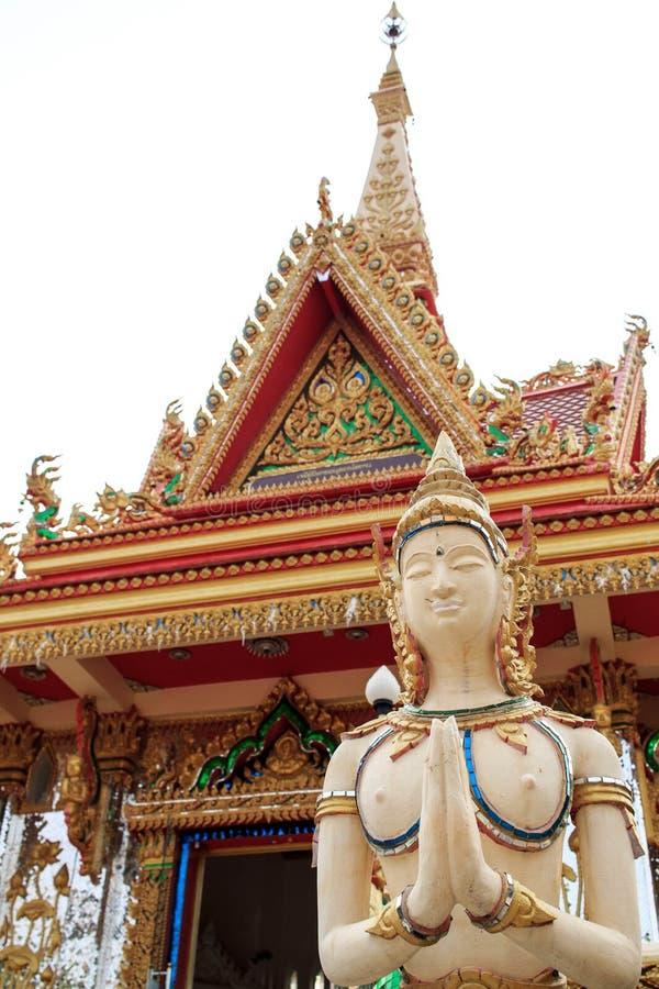 Het boeddhistische engelenstandbeeld welkom heten voor de tempel royalty-vrije stock foto's