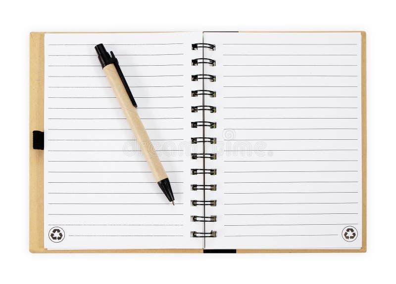Het boek van de nota met pen Geïsoleerdj op witte achtergrond royalty-vrije stock foto