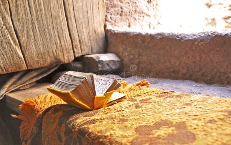 Het boek van het gebed in Lalibela royalty-vrije stock afbeeldingen