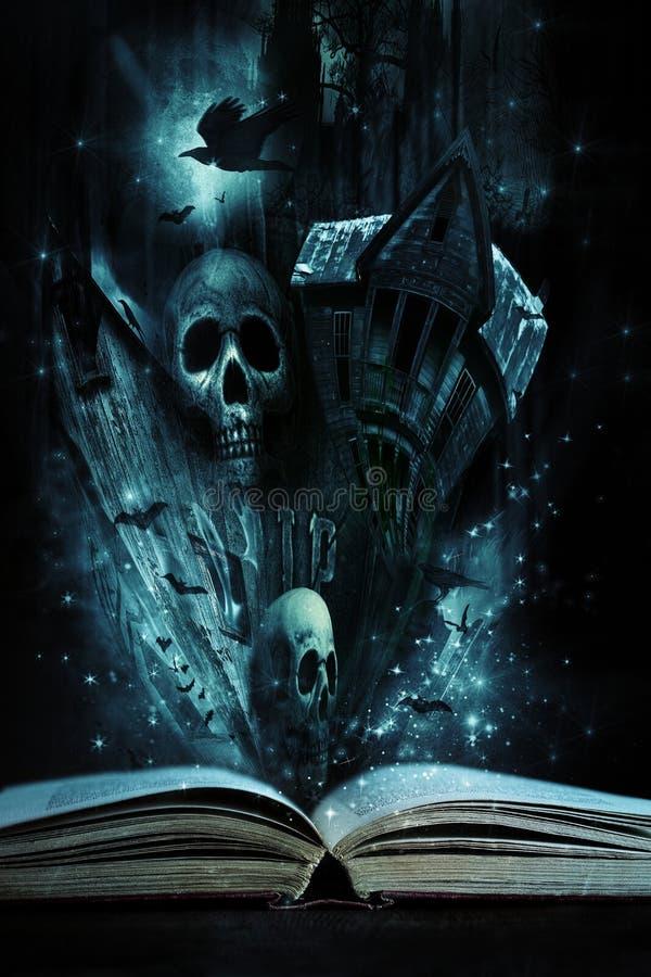 Het boek van het verhaal met de verhalen van Halloween levende komst royalty-vrije stock afbeeldingen
