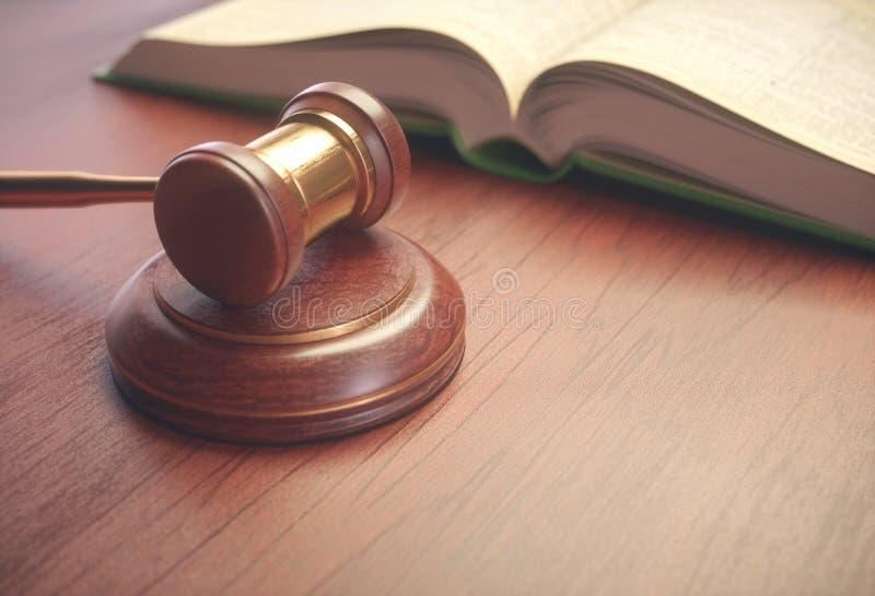 Het Boek van rechtershammer and legislation royalty-vrije stock fotografie