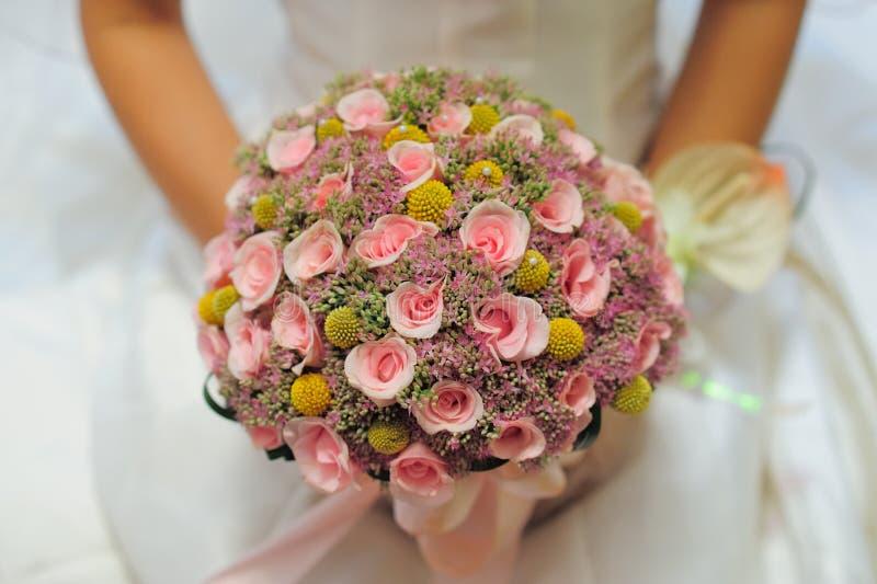 Het boeket van de bruid in huwelijk stock foto