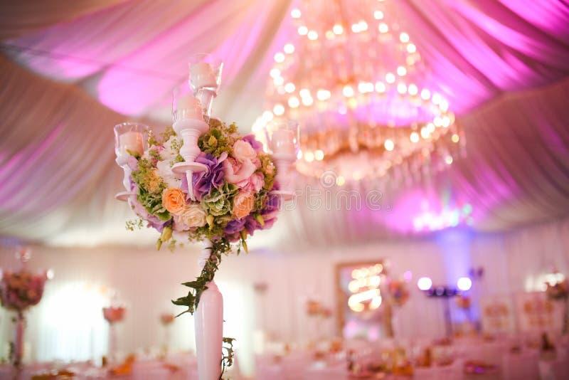 Het boeket van de huwelijksdecoratie met bloemen royalty-vrije stock afbeelding