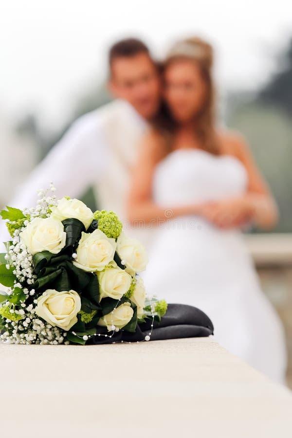 Het boeket van het huwelijk met Bruid en Bruidegom royalty-vrije stock foto's