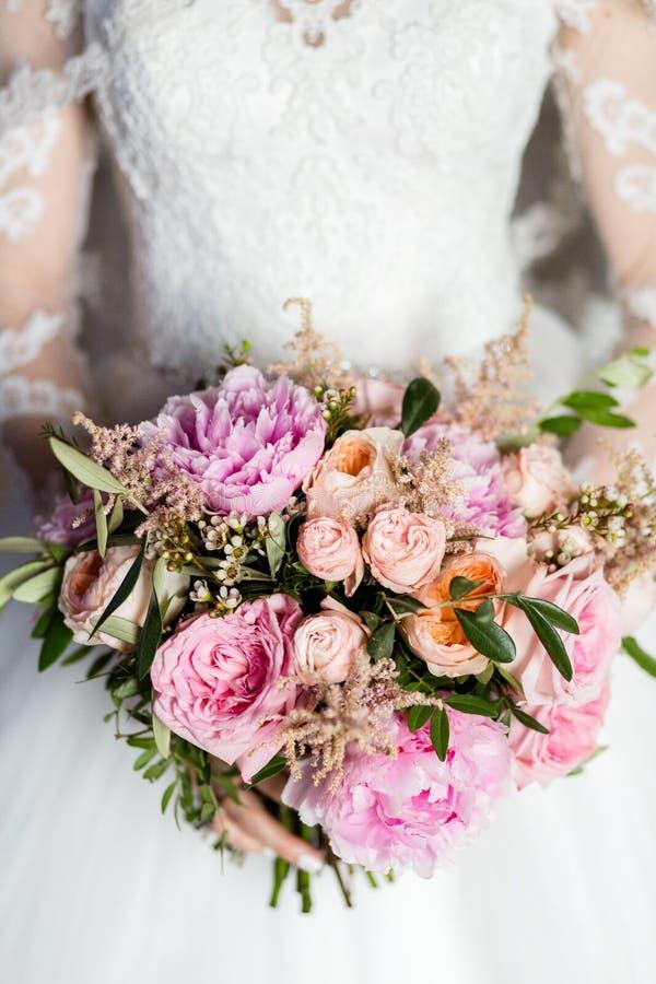 Het boeket van het huwelijk van bloemen stock fotografie