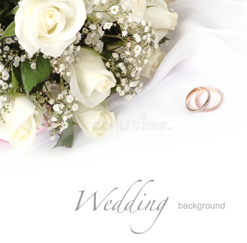 Het boeket van trouwringen en van rozen royalty-vrije stock afbeeldingen