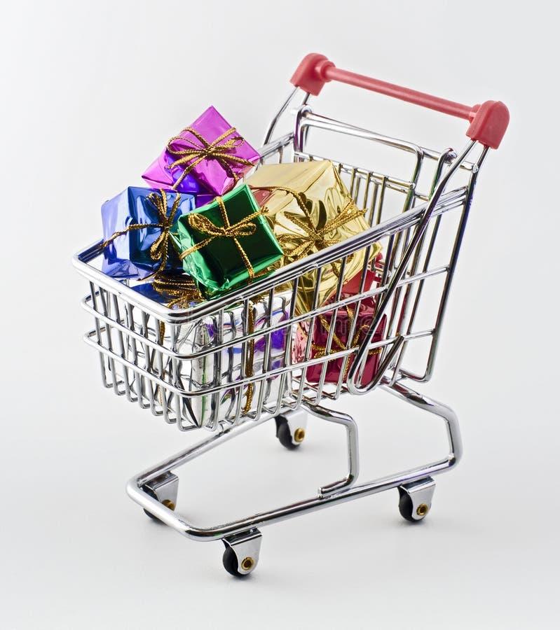 Het boodschappenwagentje met stelt voor royalty-vrije stock afbeeldingen