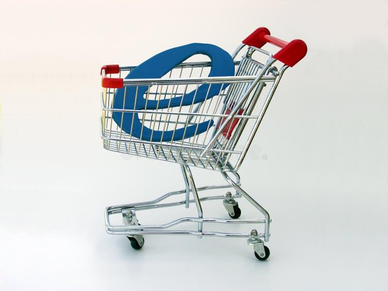 Het boodschappenwagentje van de elektronische handel (zijaanzicht) stock foto