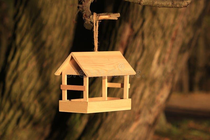 het boomhuis voor de vrolijke vogels, apartmen royalty-vrije stock foto