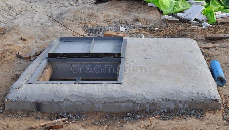 Het Boorgat van het mangatwater in aanbouw Watervoorzieningssysteem Hydraulische accumulator, waterpomp en ander materiaal royalty-vrije stock afbeelding
