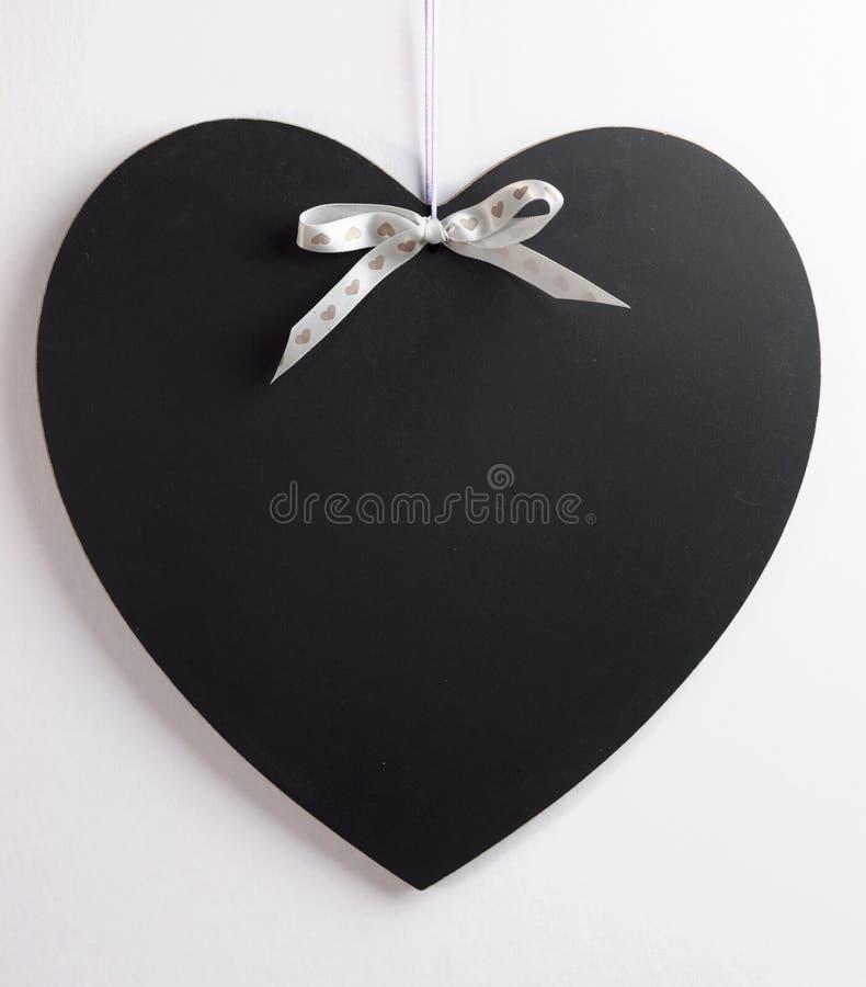 Het bord van de hartvorm met exemplaar hier ruimte voor uw tekst. royalty-vrije stock foto
