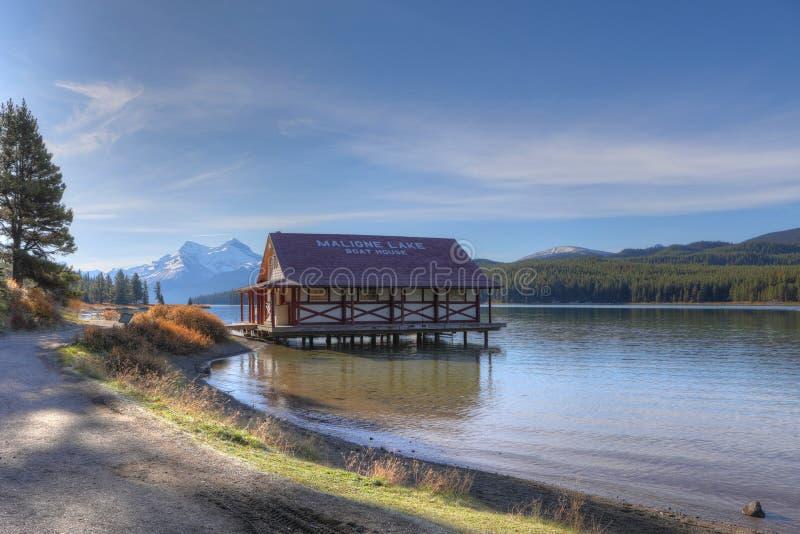 Het Botenhuis bij Maligne-Meer, Jasper National Park royalty-vrije stock afbeeldingen
