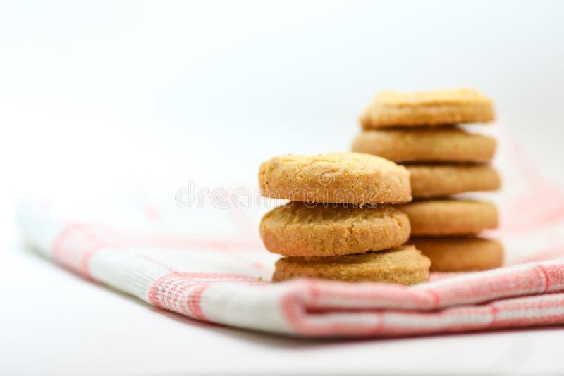 het botertafelkleed van het koekjesgebakje op witte achtergrond royalty-vrije stock afbeeldingen