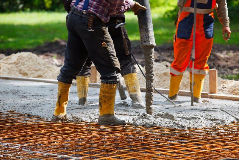 Het bouwterrein giet beton stock foto's