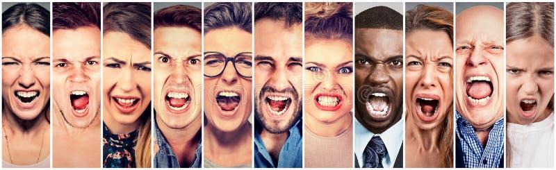 Het boze mensen gillen Groep mannen vrouwen het gefrustreerde schreeuwen
