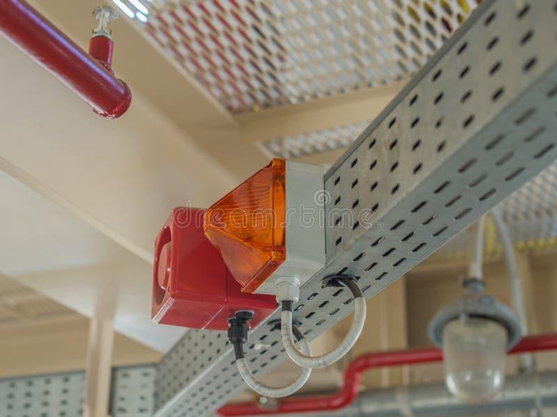 Het brandalarmsysteem De combinatie van correct en licht alarm royalty-vrije stock afbeelding