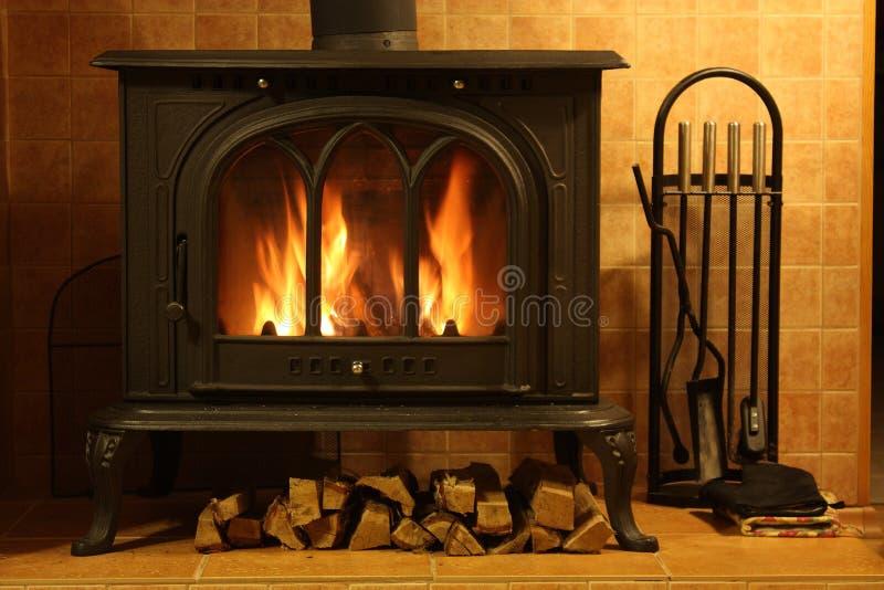 Het branden van de brand in de open haard royalty-vrije stock foto