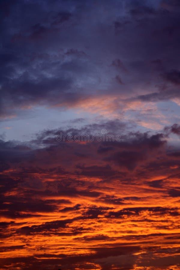Het branden van wolken stock afbeelding