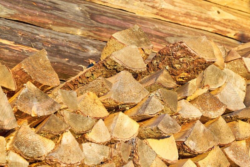 Het brandhout, droogt gehakte logboeken royalty-vrije stock fotografie