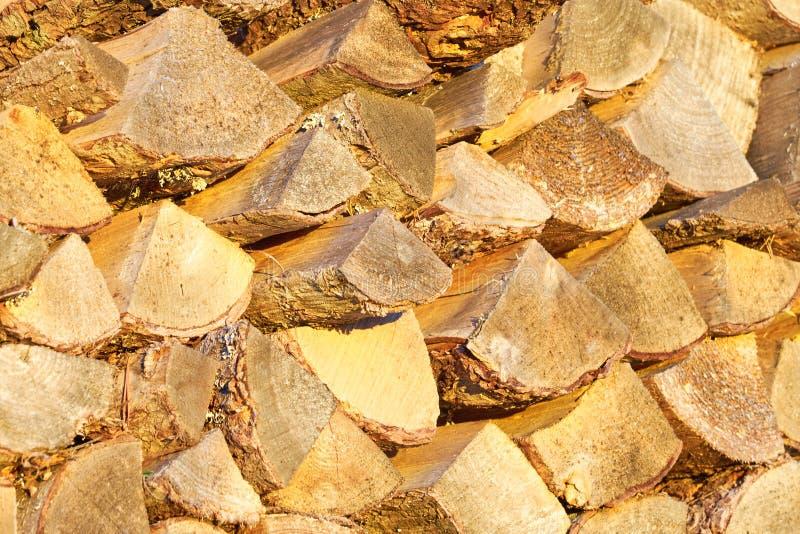 Het brandhout, droogt gehakte logboeken stock fotografie