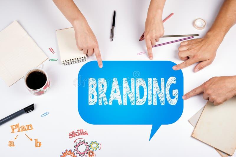 Het brandmerken Bedrijfs Marketing Strategieconcept De vergadering bij stock afbeeldingen
