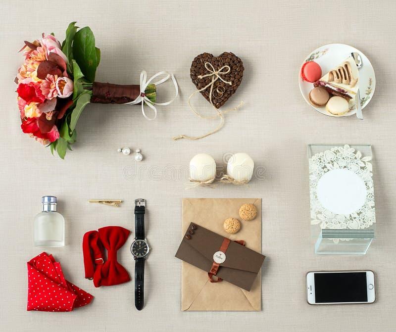 Het brandmerken de scène van het kantoorbehoeftenmodel, lege voorwerpen voor het plaatsen van uw ontwerp Hand - gemaakte punten v royalty-vrije stock afbeeldingen