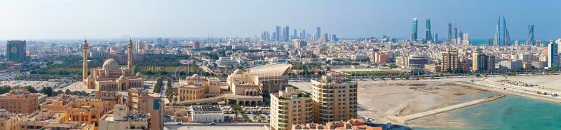 Het brede panorama van de vogelmening van Manama-stad, Bahrein stock foto