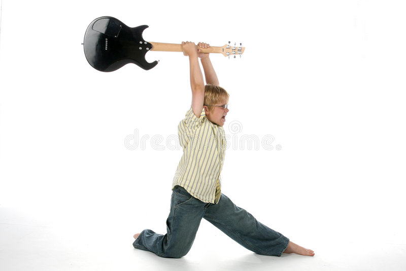 Het breken van de jongen gitaar stock afbeeldingen