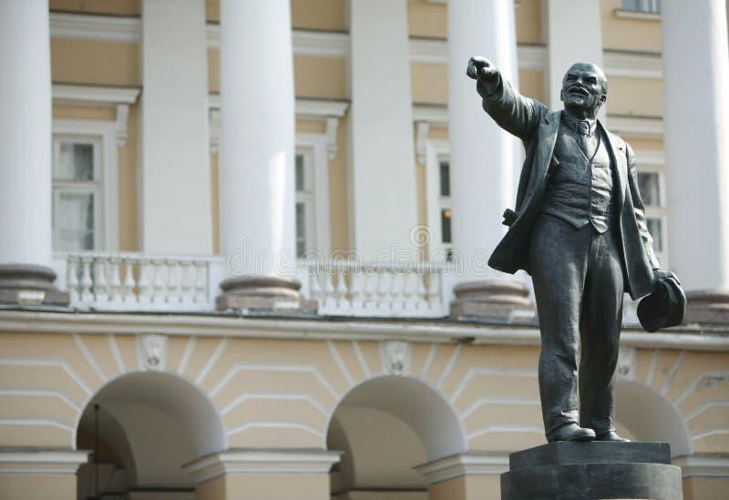 Het bronsbeeldhouwwerk van Lenin royalty-vrije stock afbeeldingen