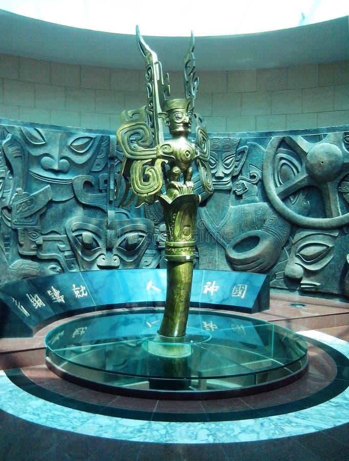 Het bronsstandbeeld van het Sanxingdui-Museum in Deyang, Sichuan, China royalty-vrije stock fotografie