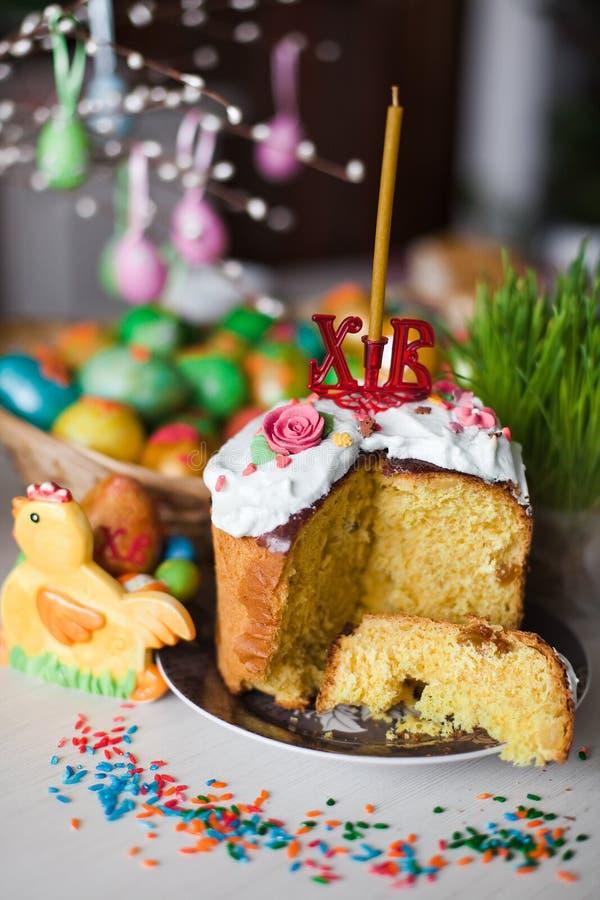 Het brood en de eieren van Pasen stock afbeeldingen