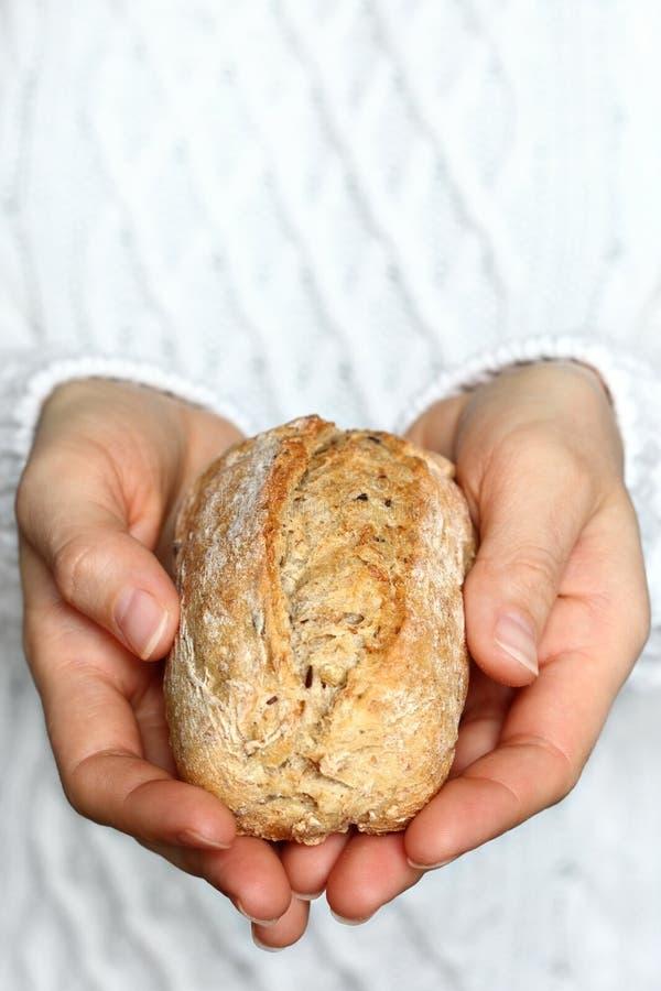 Het brood van de handholding royalty-vrije stock afbeeldingen