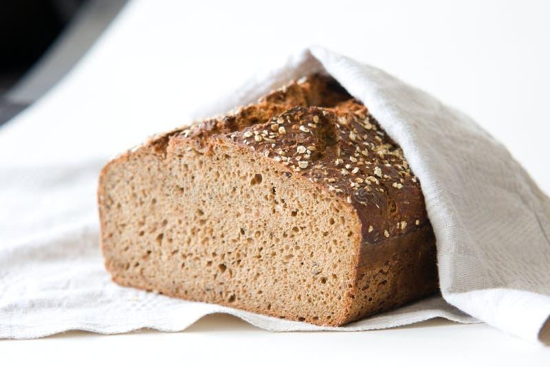 Het brood van de roggezuurdesem stock foto's