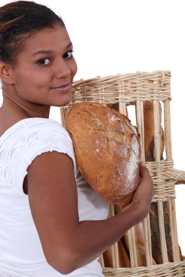 Het brood van de vrouwenholding royalty-vrije stock foto's