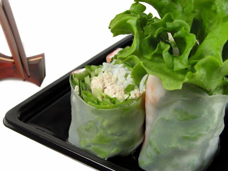 Het broodje en de eetstokjes van groenten stock afbeelding