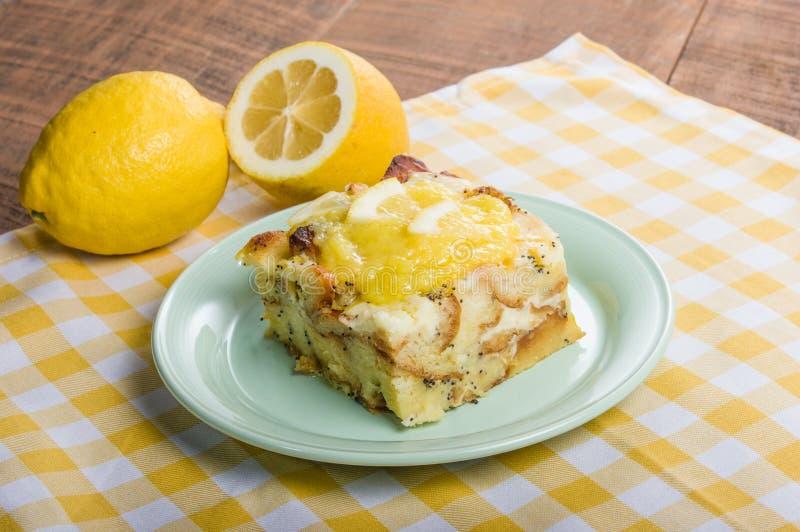Het broodpudding van het citroenpapaverzaad stock afbeelding