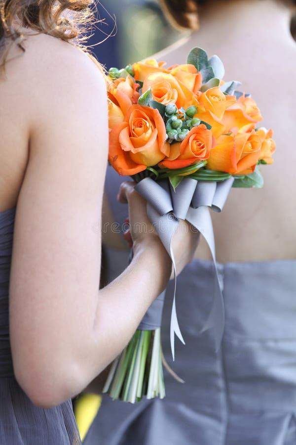 Het bruidsmeisje nam Boeket toe royalty-vrije stock afbeelding