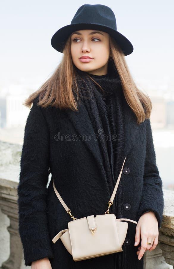 Het brunette van de de wintermanier stock foto's